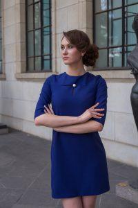 Синее мини-платье с жемчужиной